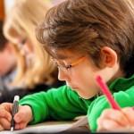 Les devoirs scolaires peuvent être une corvée pour les enfants. Voici quelques conseils aux parents pour aider leurs enfants à progresser